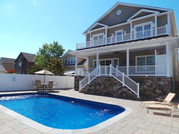 Custom 7BR 4.5ba Luxury Home w/ private pool!