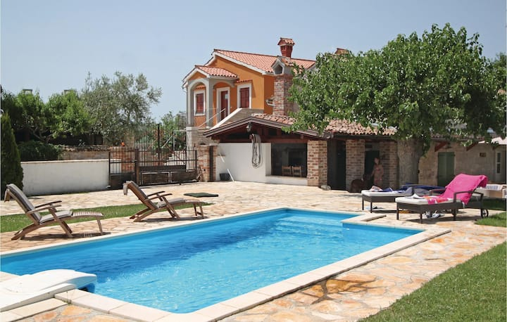 Awesome home in Vosteni with Outdoor swimming pool and 2 Bedrooms