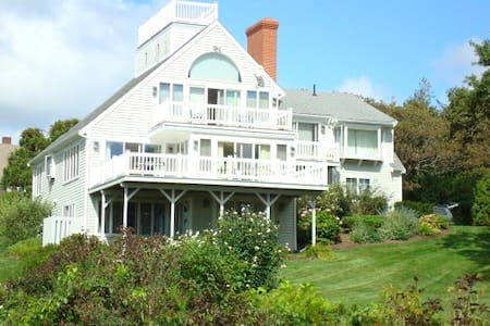 Beautiful beachside summer escape - West Hyannisport