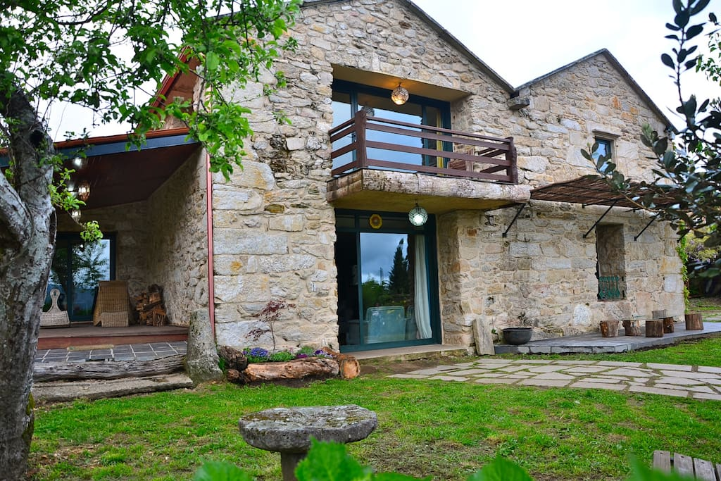 Impressive rural house in galicia houses for rent in alende galicia spain - Casa rural spain ...