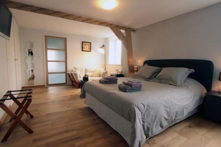chambre tout confort avec baignoire - Godewaersvelde - Bed & Breakfast