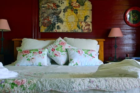 McGowans Boutique Bed and Breakfast - Bed & Breakfast