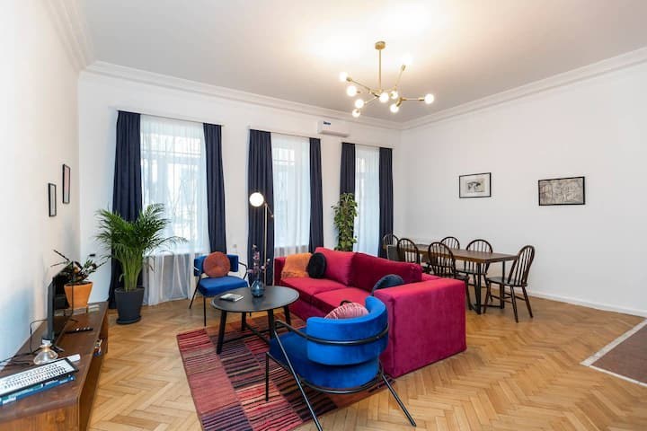 ❂Light and Luxurious 2BR Home + Balcony in the City Center❂