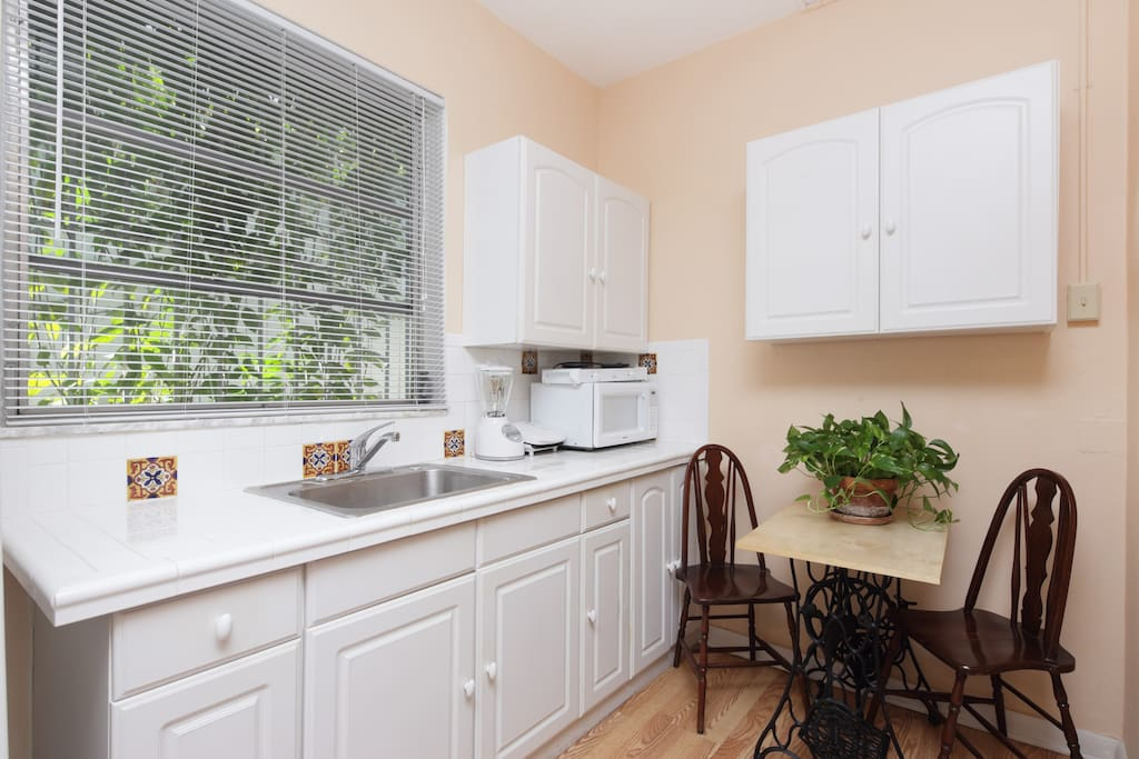 kitchen area , equipped with a small dining table and 2 chairs