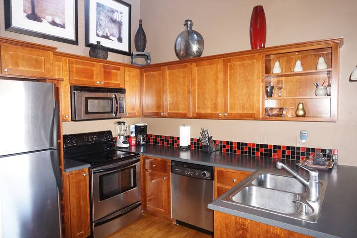 Cozy Historic Childers Suite Downtown Medford 2bd