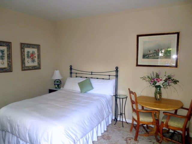 Private Garden Room- Near UCSF, Sutter Heath & DT
