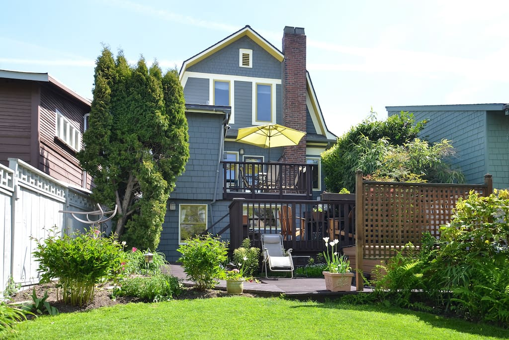 Fully landscaped backyard accessible to guests