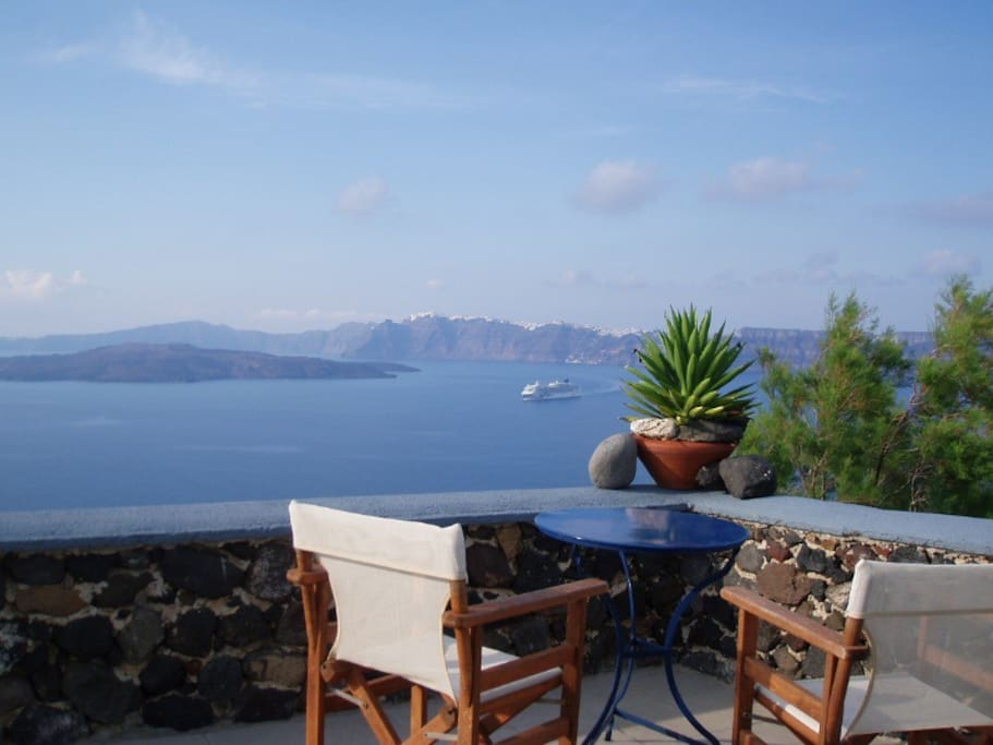 All studios have view on the caldera and the sea and some of the volcano too
