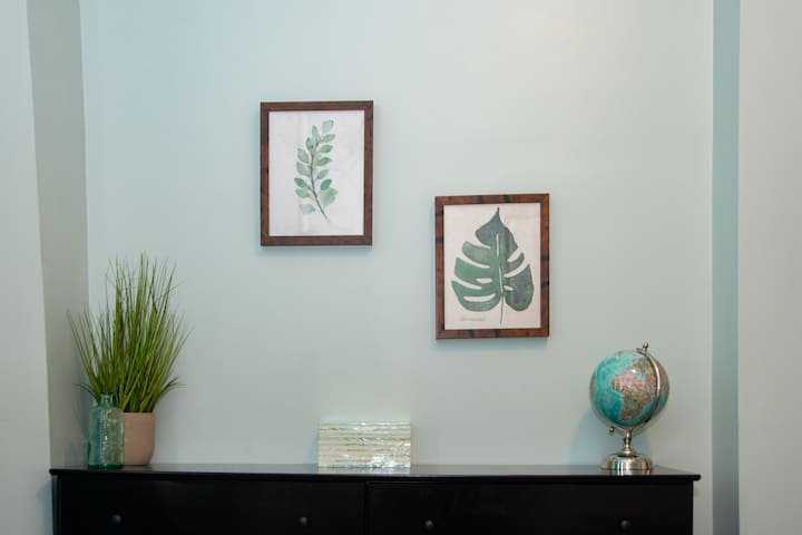 Minimalistic, yet stylish, decorations to ensure you have plenty of room for your own belongings!