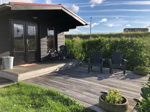 Fritliggende hus med smuk udsigt i Wormer