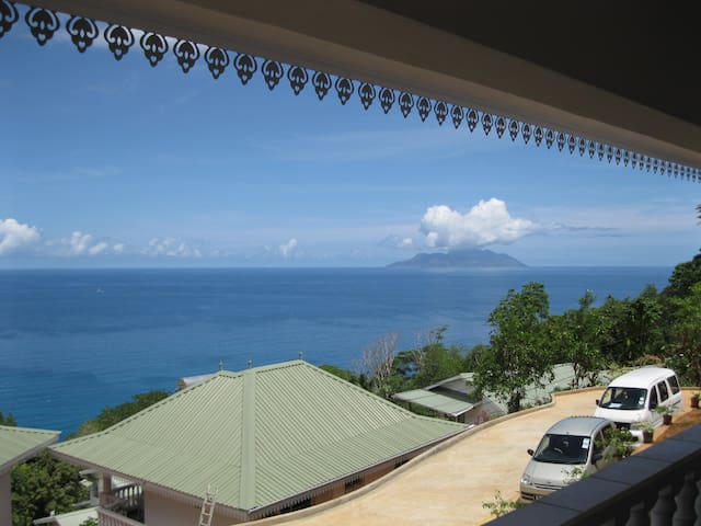 Chepsted Self-Catering Chalets - Beau Vallon - Alpehytte