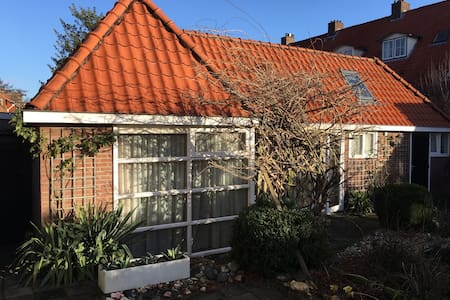Sunny Townhouse, close to Amsterdam & the Sea! - Overveen