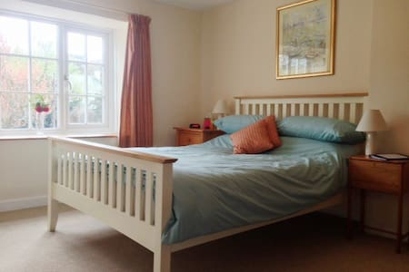 4* B&B all en-suite, parking & Wifi - Tregony