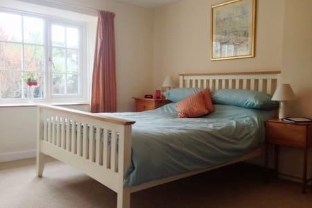 4* B&B all en-suite, parking & Wifi - Tregony - Bed & Breakfast