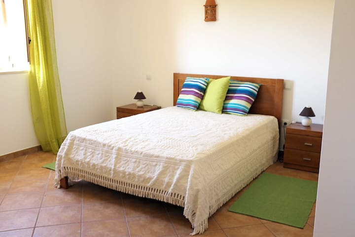 Beautiful rooms in quiet Alfambras - Alfambras - Huis
