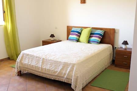 Beautiful rooms in quiet Alfambras - Alfambras - House