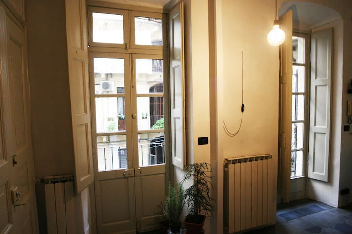 Studio right in the heart of city - Turin - Appartement