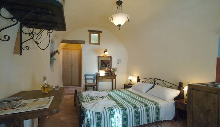 Traditional Renovated Vaulted Guesthouse