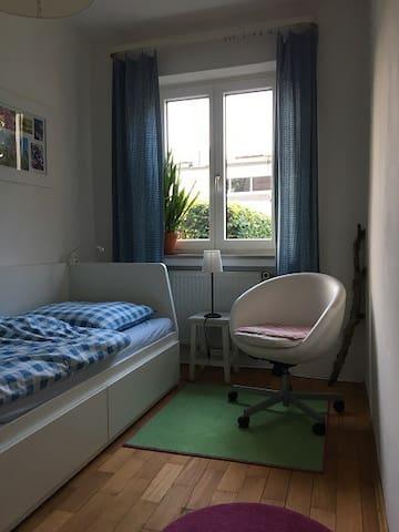 Schönes, ruhiges Zimmer, im NW der Stadt