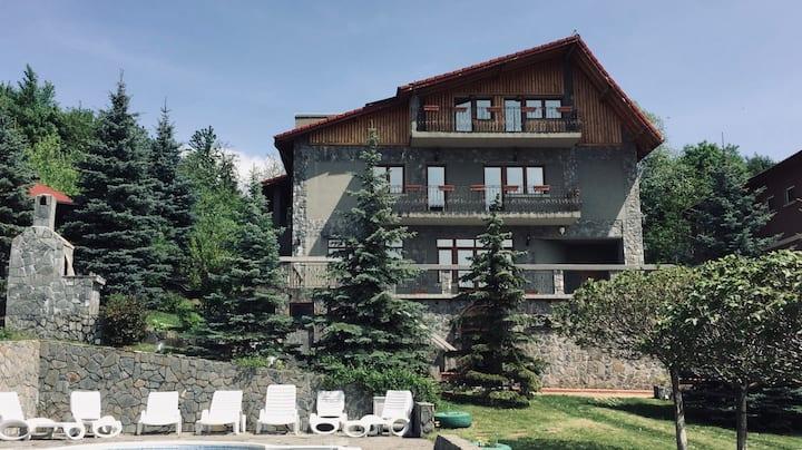 Beautiful 5BR villa with heated pool/BBQ/Pkg