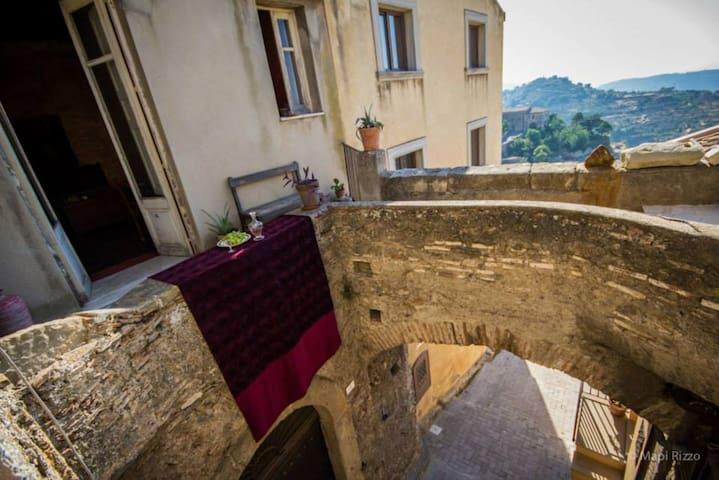 Casa Faranda suggestiva casa antica - Castroreale - Dům