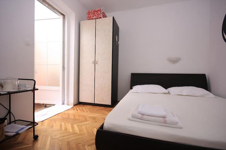 Room Titi