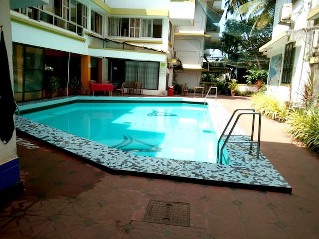 1BHK AC apartmnt with POOL-10m walk from the BEACH
