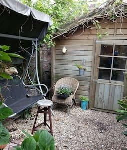 Romantic tiny gardenhouse inUtrecht - Utrecht - House