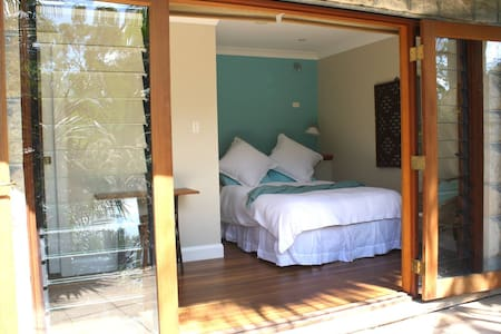 Private Garden Room - Northbridge - Hus