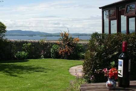 Cosy cottage with outstanding views of Loch Leven. - Kinross