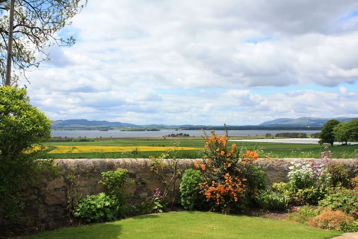 Balgedie Lodge, a lovely home & stunning Loch view - Kinross - Ház