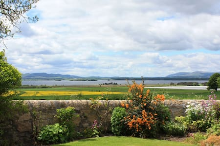 Balgedie Gate Lodge, lovely home & stunning views - Kinross - House