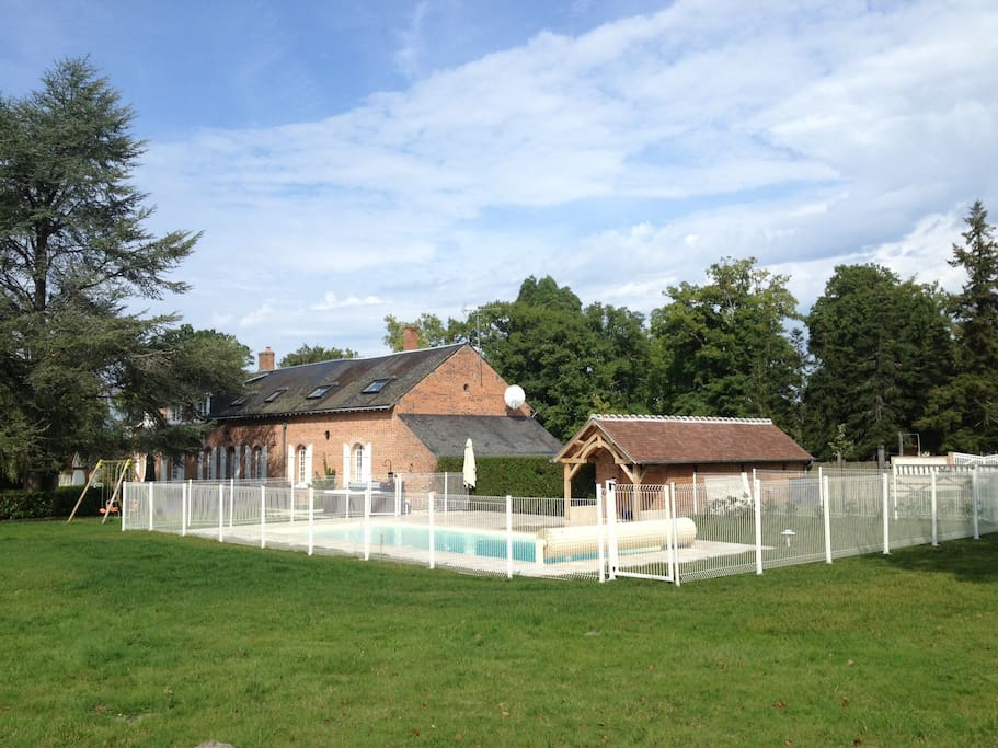 Grande maison avec piscine et spa maisons louer - Maison et spa ...