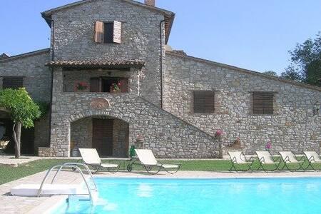 Splendido casale in pietra a Todi - Todi - Villa