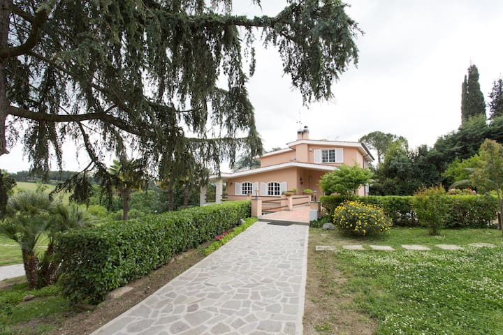 Rome - Villa in beautiful park Blue room - Antico Lazio-codette - Bed & Breakfast