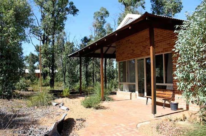 Chalets Self contained - Stoneville - Bungalo