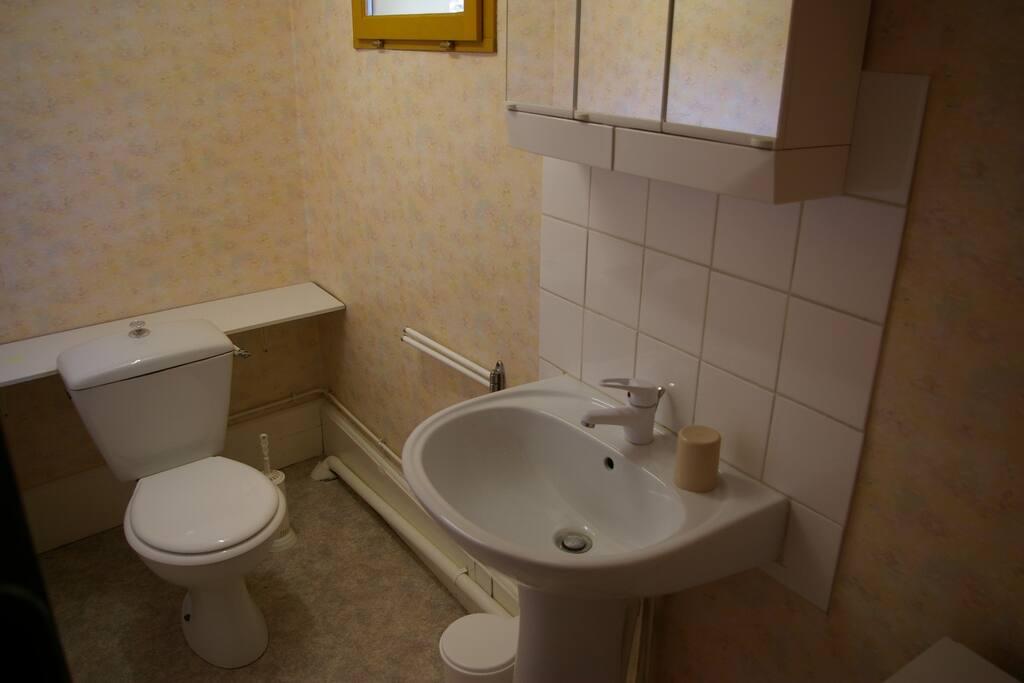 Cabinet de toilette (WC & lavabo)