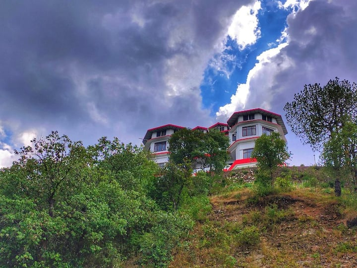 Four Rooms With mesmerizing view#Bonfire#Trekking