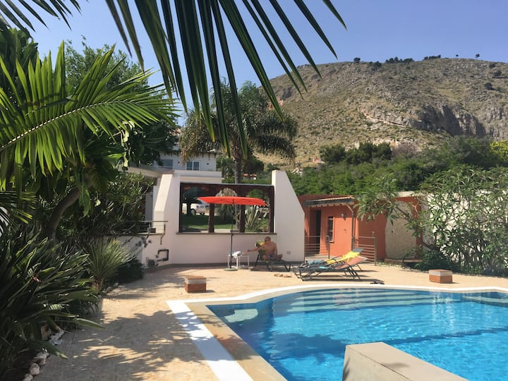 Villa Elloise's Luxury Flat with Private Pool
