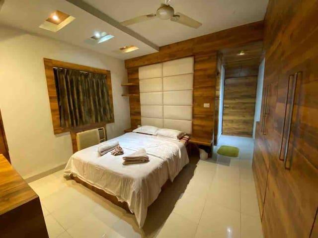 Luxury flat-FEMALE South City Kolkata  1 bedroom