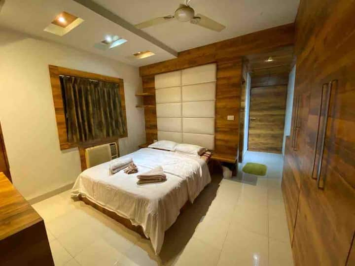 Kolkata private bedroom in south city -SANITISED