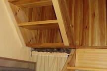 Las escaleras para subir al dormitorio