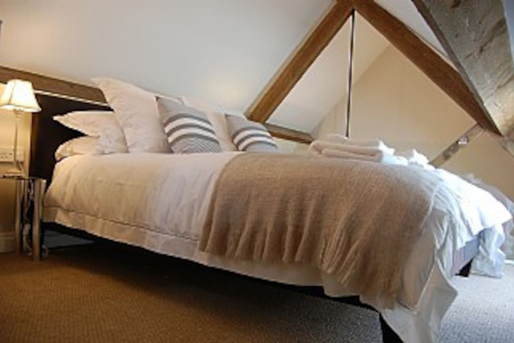 Egyptian Cotton Bed Linen, Goose Down Duvets, all the luxuries! Towels provided too...
