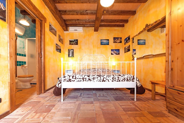 IL FAVOgoLOSO - Camera ARANCIO - Alatri - Bed & Breakfast