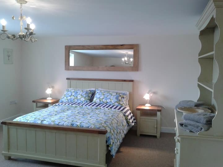 Large 2 bed apartment in Streetgate nr Newcastle