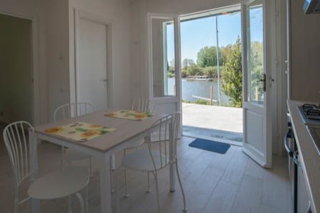 Chalet  with terrace on the river - Pisa