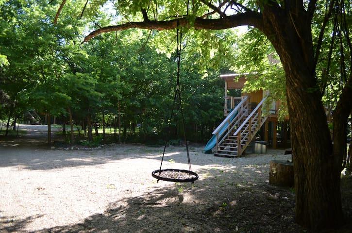 Rock Creek Retreat - Penny Ante Treehouse glamping