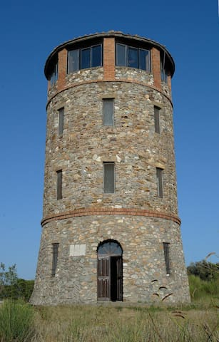 Ancient Tower In Nature Reserve  - Talamone - Kasteel