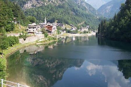 Simpatica casa al laghetto Alpino - Rimasco