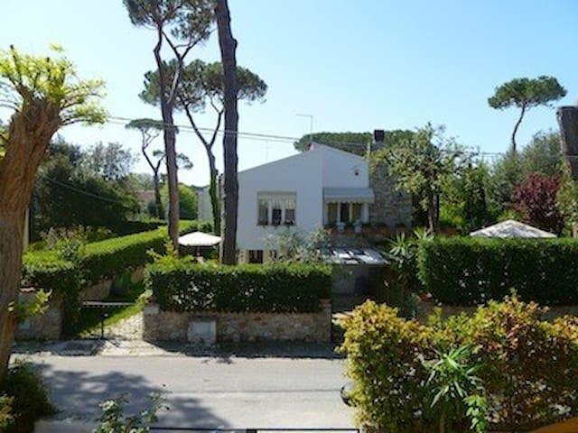 Appartamento in villa con giardino vicino al mare - Tirrenia - Apartment